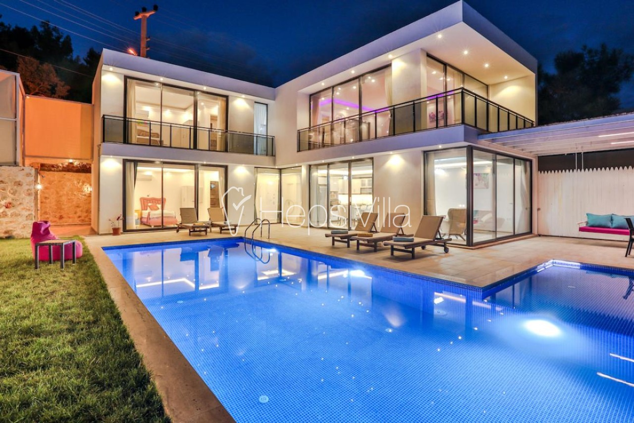 Villa Grand 3 odalı geniş çocuk havuzlu jakuzili villa - Hepsi Villa