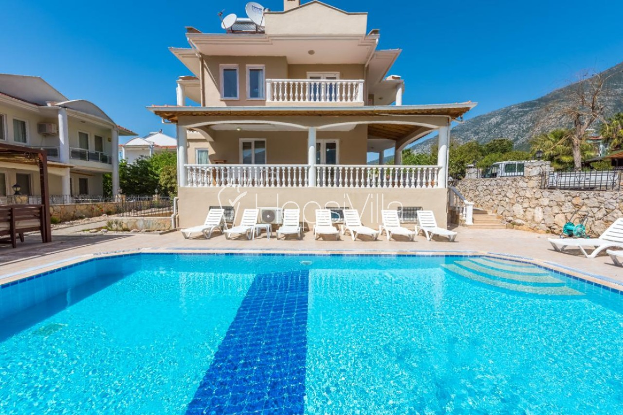 Villa Colors, Ovacık'da özel havuzlu 6 yatak odalı büyük villa - Hepsi Villa