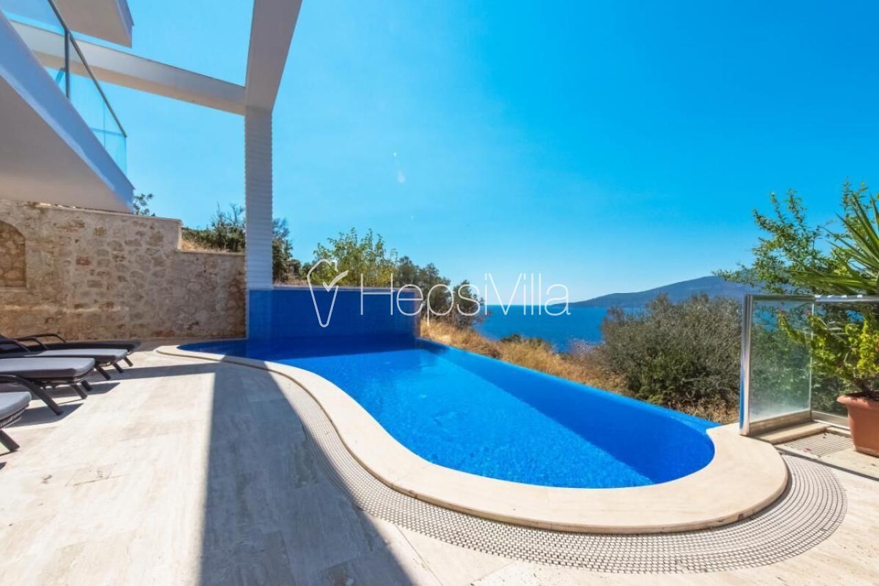 Villa Luminuex, Kalkan Kömürlük'de Denize Yakın 6 oda Lüks Villa - Hepsi Villa