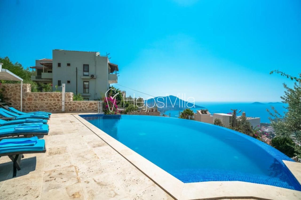 Villa Neptün, Kızıltaş Mevkiinde Bulunan Lük Kalabalık Villa - Hepsi Villa