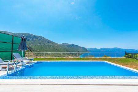Villa Mustang
