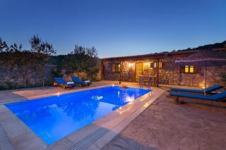 Villa Kaya Kayaköyde muhafazakar yazlık alternatif tatil villası.