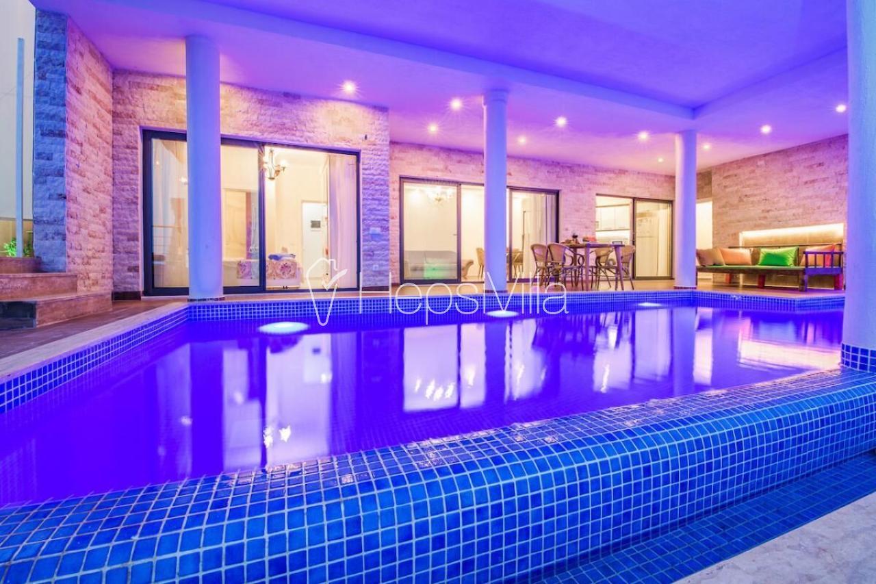 Villa Firuze, Kalkan Akbel'de Bulunan 6 Kişilik Korunaklı Villa - Hepsi Villa