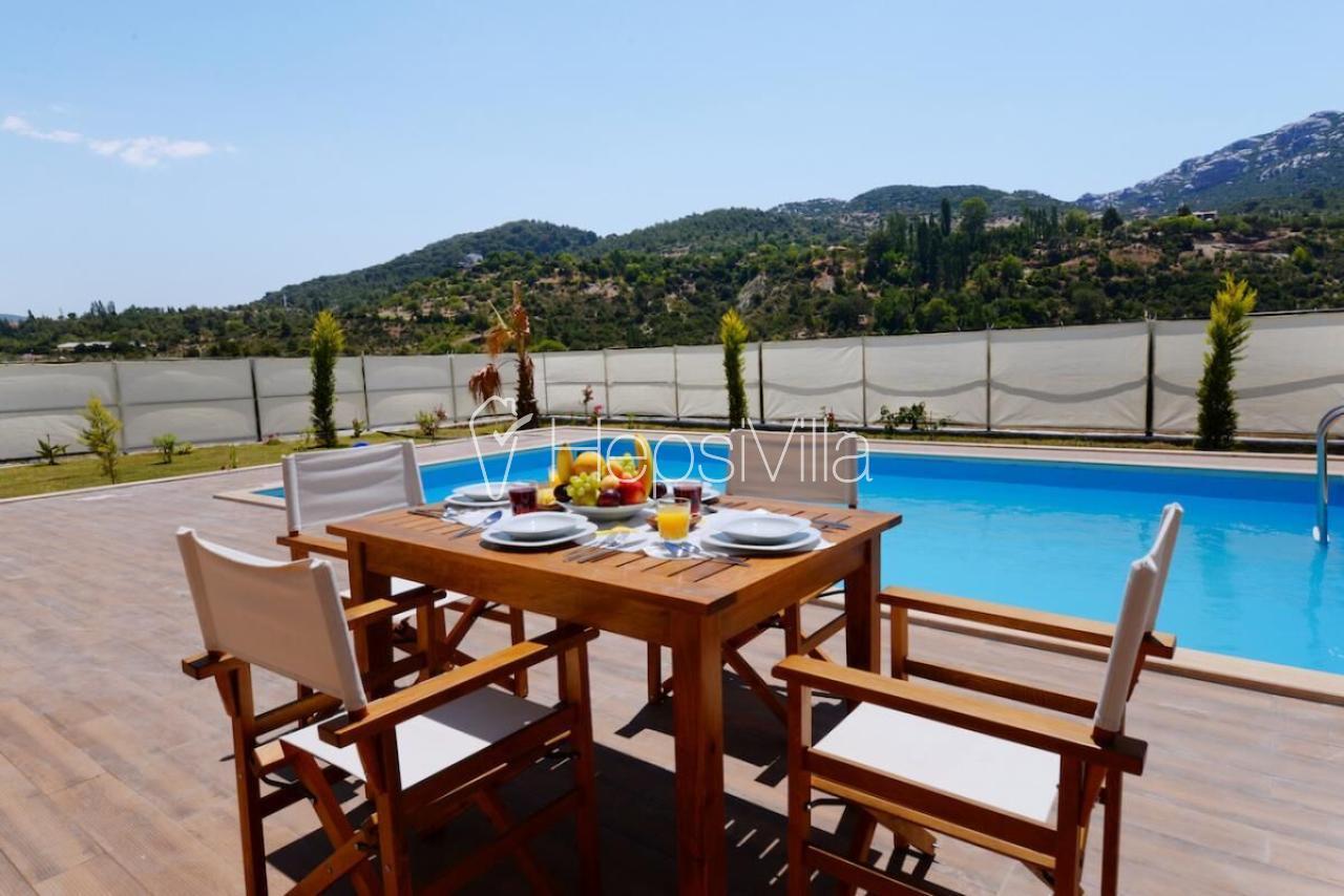 Villa Ay Isiği,Sarıbelen'de Bulunan4 Kişilik Korunaklı Lüks Villa - Hepsi Villa