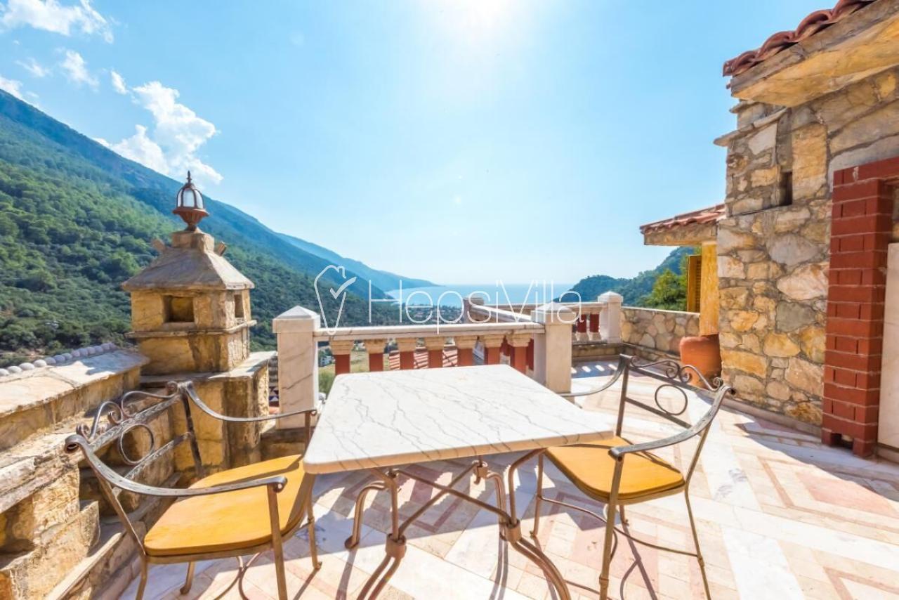Ölüdeniz'de deniz manzaralı villa - Hepsi Villa