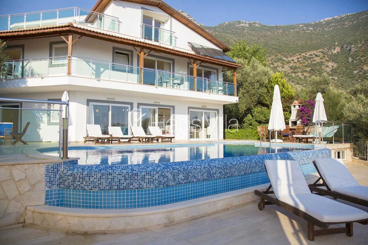 Villa Atakan, Kalkan Akbel'de 6 yatak Odalı Havuzlu Villa - Hepsi Villa