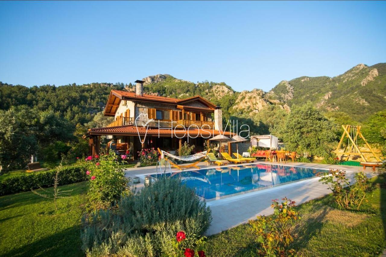 Villa Feronia, Marmaris, Orhaniye'de 8 Kişilik Özel Havuzlu Villa - Hepsi Villa