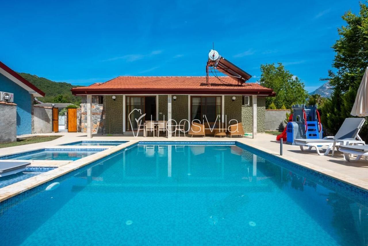 Villa Çamlıca, Kayaköy'de 2 odalı Korunaklı Havuzlu Parklı Villa - Hepsi Villa