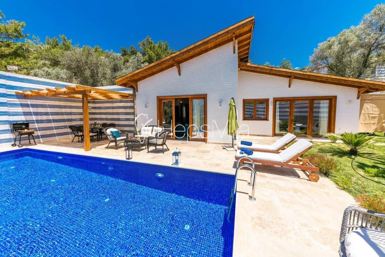 Villa Sunset 3, Jakuzi ve Masa Tenisli Korunaklı Havuzlu Villa - Hepsi Villa