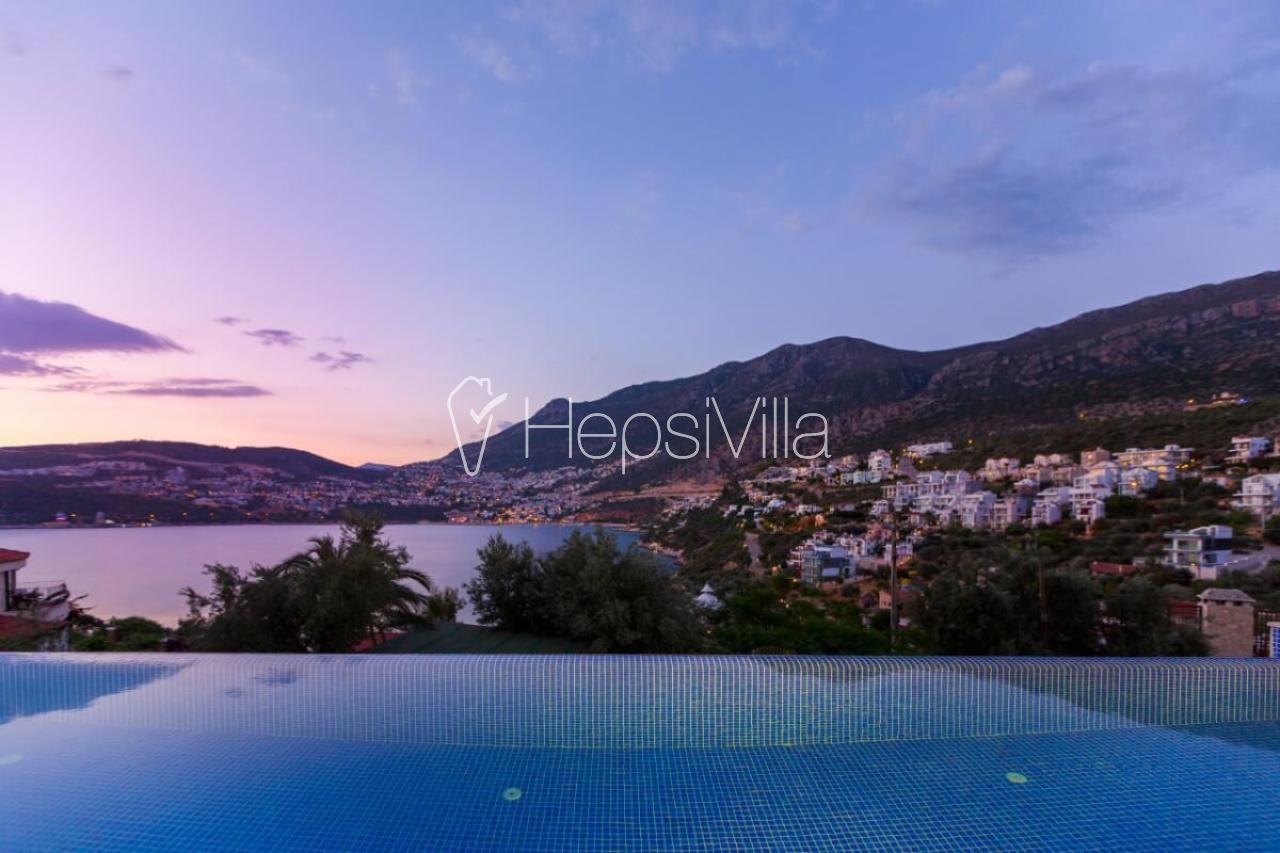 Kalkan Kışlada 6 yatak odalı harika deniz manzaralı lüks villa. - Hepsi Villa