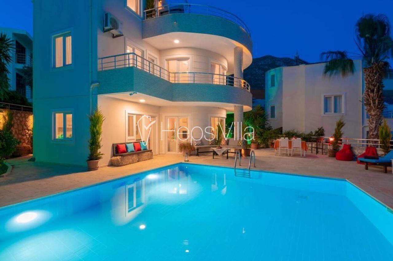 Villa Jolly, Kalkan Ortaalan'da 6 Kişilik Özel Havuzlu Villa - Hepsi Villa