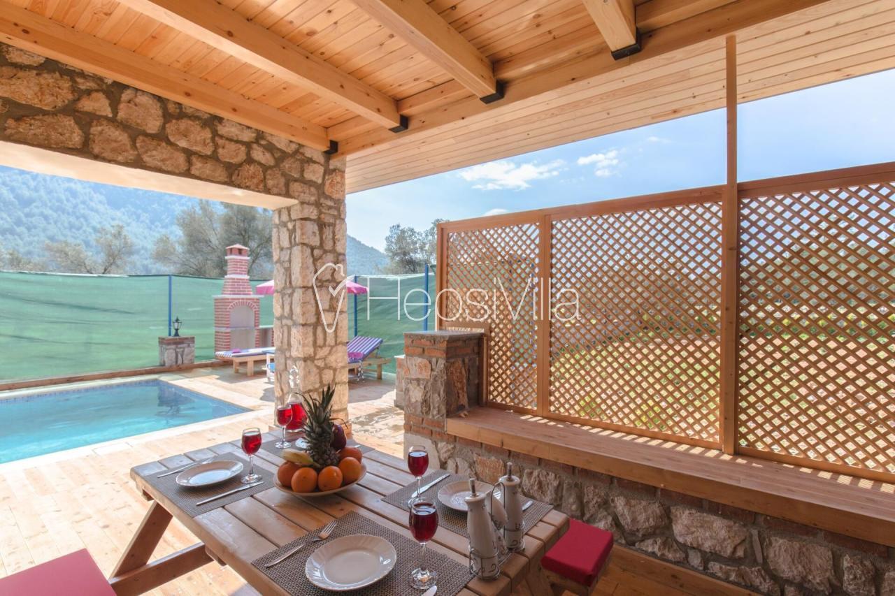 Villa Sevil, Kayaköy'de Konumlu Taş Yapıya Sahip Korunaklı Villa - Hepsi Villa