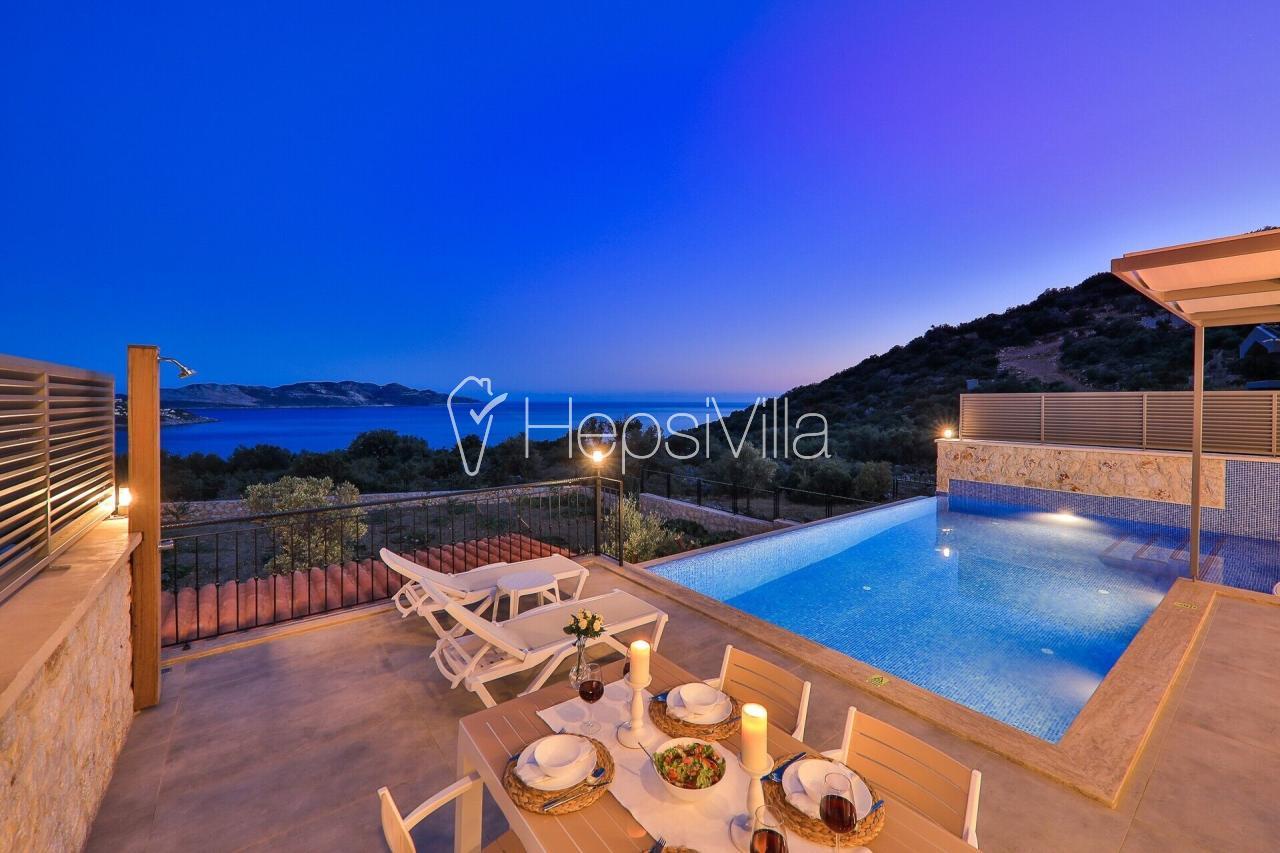 Gökseki bölgesinde deniz ve doğa manzaralı villa - Hepsi Villa