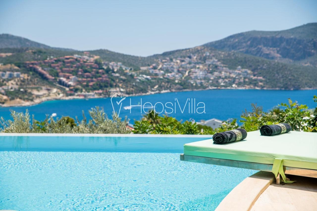 Kalkan Merkezde 10 Kişilik Özel Havuzlu, Deniz Manzaralı Villa - Hepsi Villa