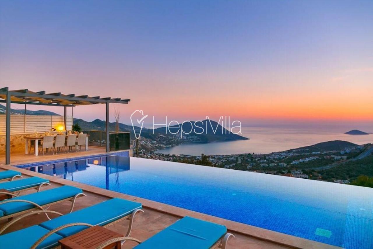 Kalkanda 6 odalı, deniz manzaralı lüks kiralık villa Ela - Hepsi Villa