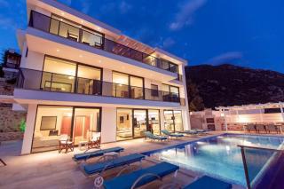 Kalkanda 6 odalı, deniz manzaralı lüks kiralık villa Ela