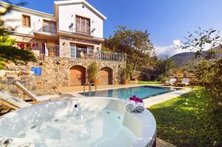 Kayaköyde 3 Yatak Odalı, Özel Havuzlu Kiralık Villa Atlas