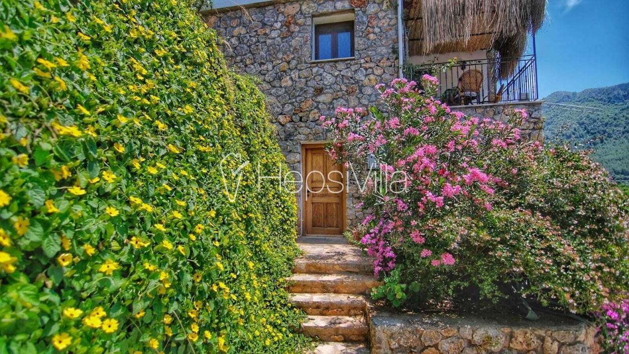 Kayaköyde harika doğa manzaralı 2 yatak odalı kiralık villa - Hepsi Villa