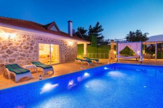 Villa Alya, Kiralık Muhafazakar Balayı Tatil Villası