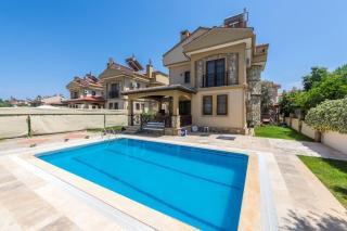 Villa Alize Fethiye Çalış'ta 3 Yatak Odalı Kiralık Villa