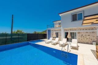 Villa Sultan, Havuzu Korunaklı 4 Kişilik Yazlık Tatil Villası.