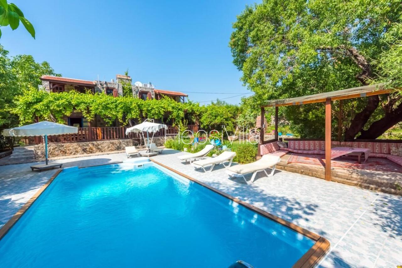 Villa Tuna, Kayaköy'de Bulunan 12 Kişilik Muhafazakar Ev. - Hepsi Villa
