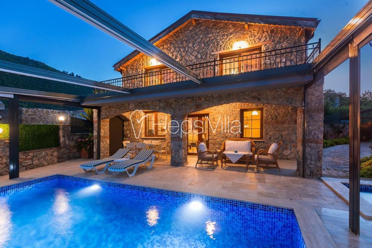 Villa Ege, Kayaköy'de havuzu korunaklı 3 yatak odalı islami villa - Hepsi Villa