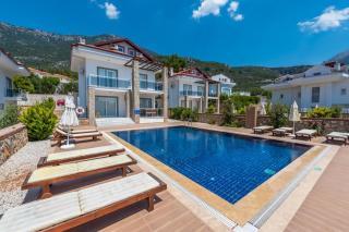 Villa Mithat 2 10 Kişilik Büyük Havuzlu Yazlık Villas.