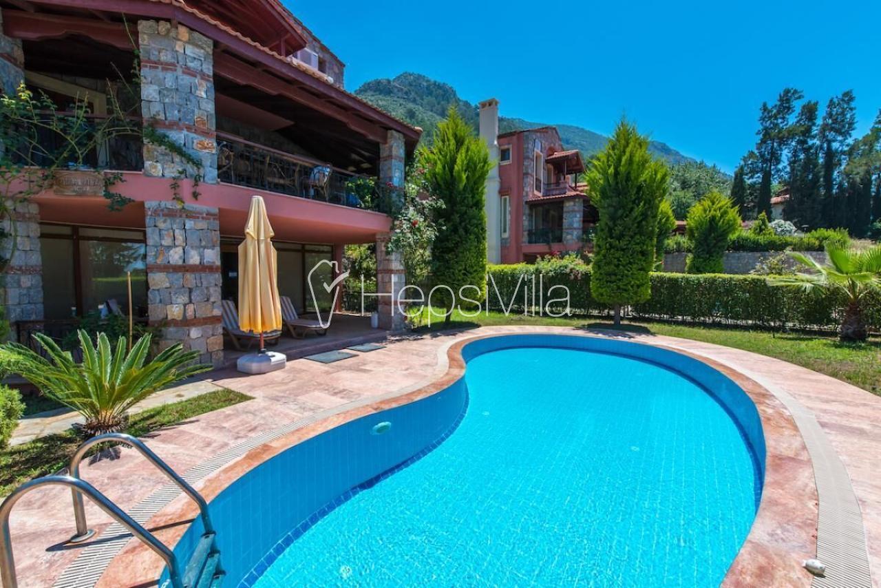 Villa SunCity, Ölüdeniz'de 3 Odalı 6 Kişilik Özel Havuzlu Villa. - Hepsi Villa