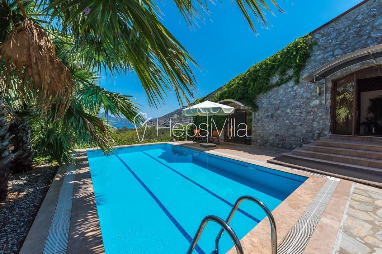 Saklı Bahçe, Havuzu Korunaklı 6 Kişilik Kiralık Korunaklı Villa. - Hepsi Villa