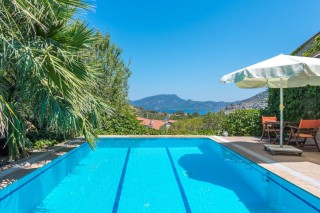 Saklı Bahçe, Havuzu Korunaklı 6 Kişilik Kiralık Korunaklı Villa.