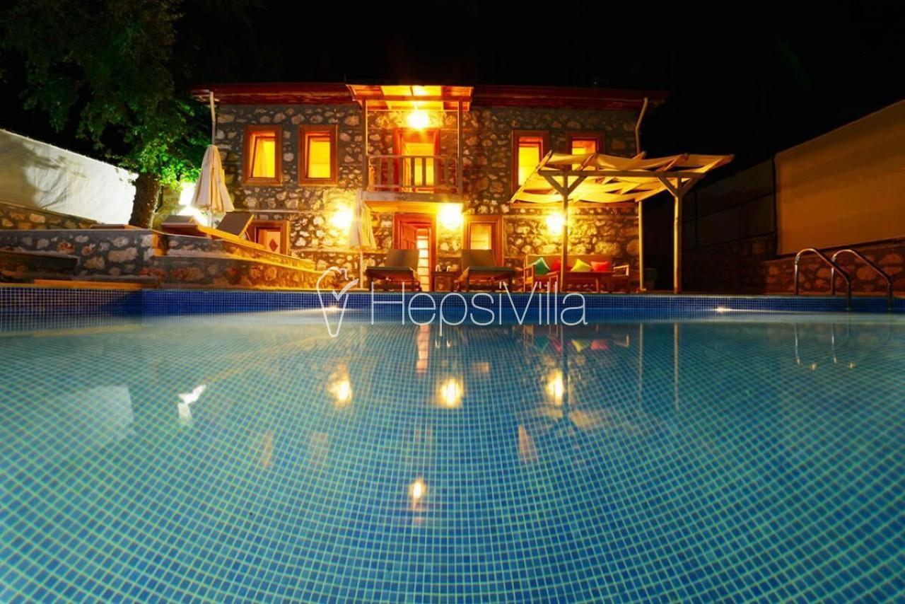 Villa Milat Modern Taş ve Ahşaplı Havuzu Görünmeyen Villa. - Hepsi Villa