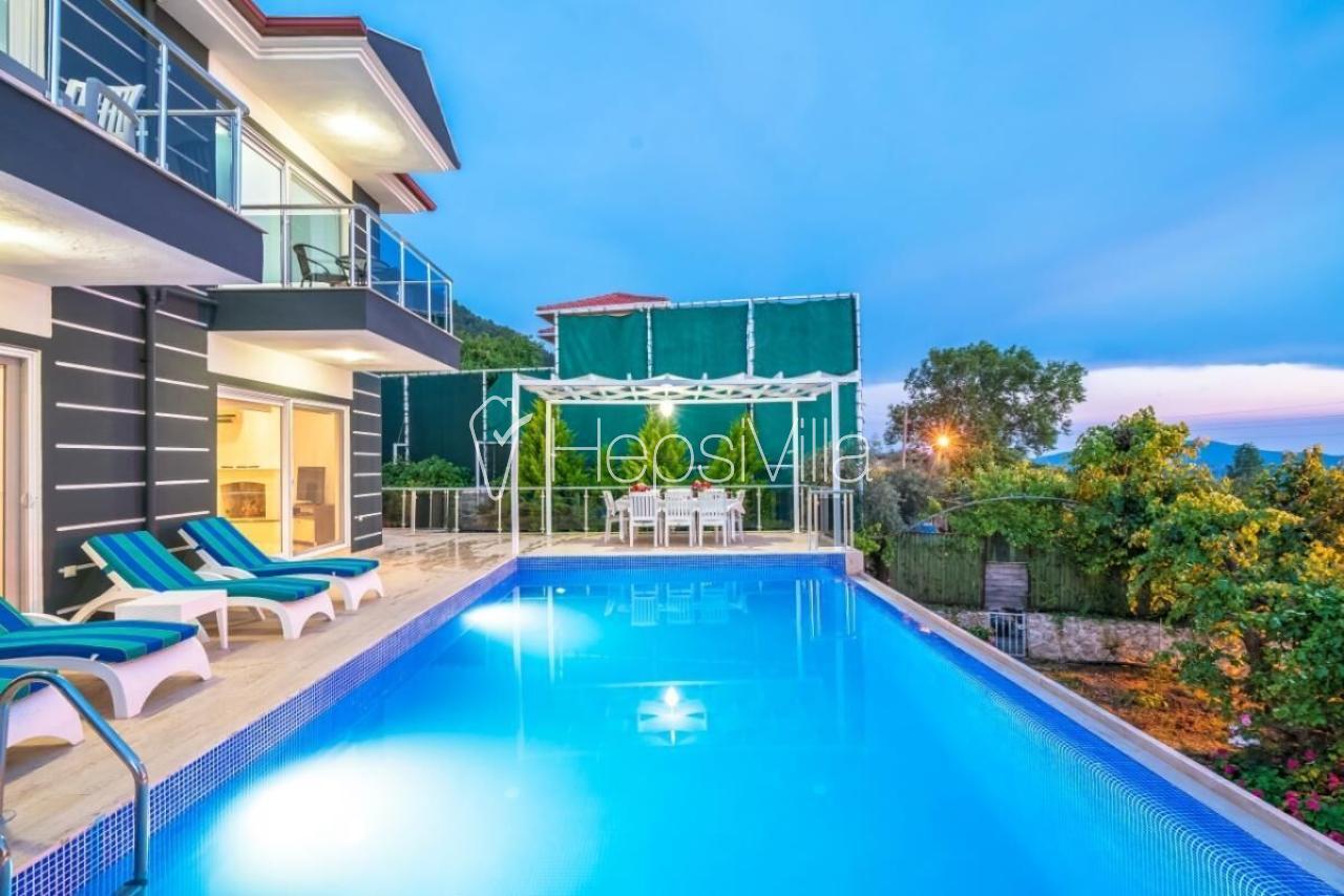 Villa Ebruli Muhafazakar Ailelere Korunaklı Havuzlu Tatil Villası - Hepsi Villa