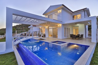 Villa Rüya, Kaş'ta Denize Yakın Lüks Özel Plajlı Villa.