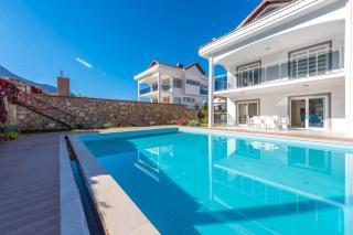 Villa Aktif, Ölüdeniz Ovacık Büyük Havuzlu 6 Kişilik Villa.