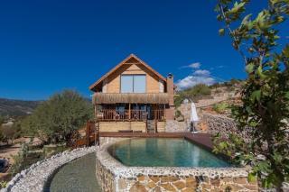 Badem Evi Sarıbelen'de bulunan 2 odalı otantik yapıya sahip villa