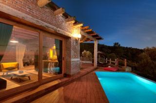 Casa De Niro, Özel Havuzlu Yetişkinlere Özel Kiralık Villa