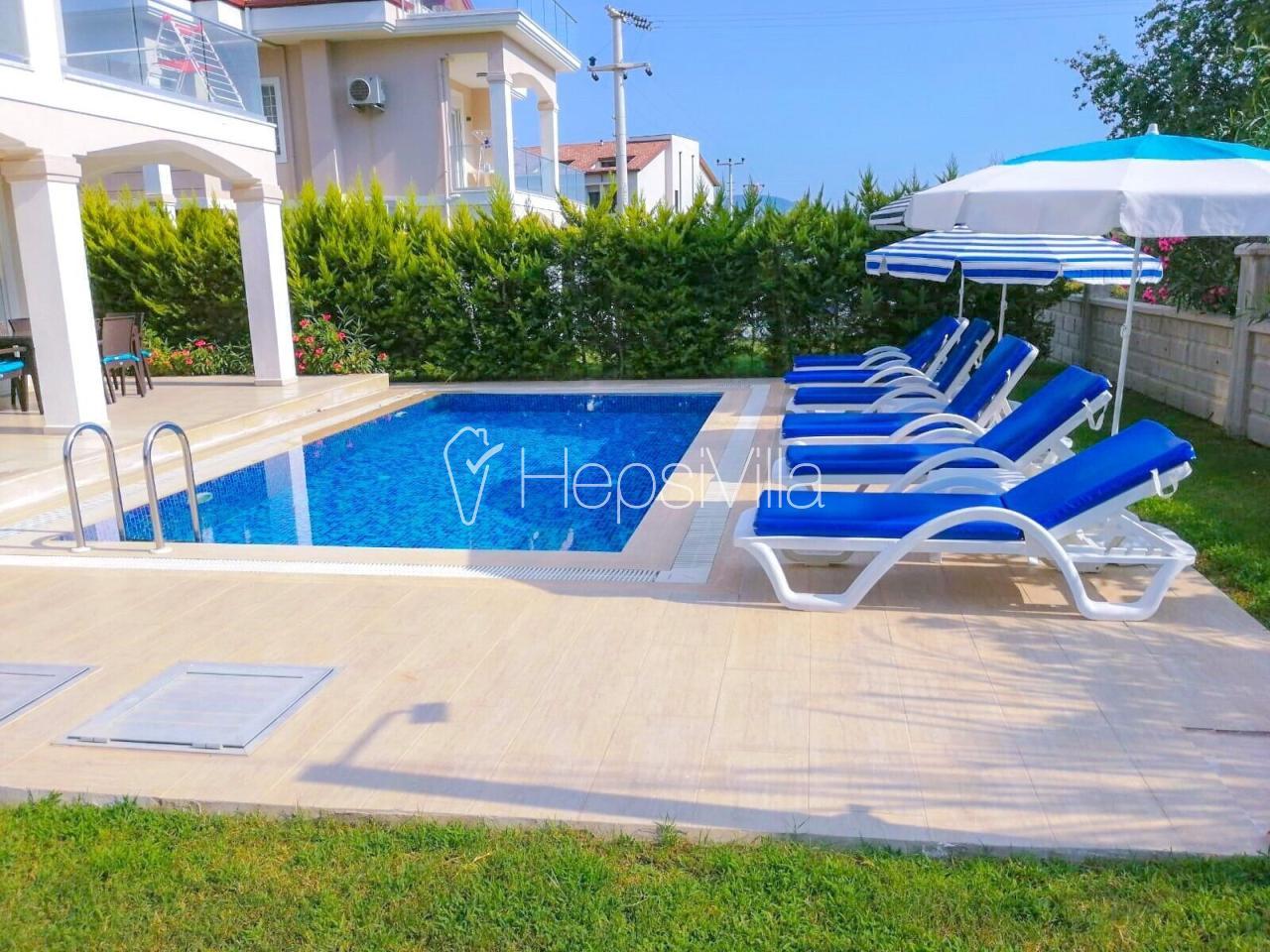 Villa Sahil, Çalış'ta Deniz'e Yakın 4 Odalı Özel Havuzlu Villa - Hepsi Villa