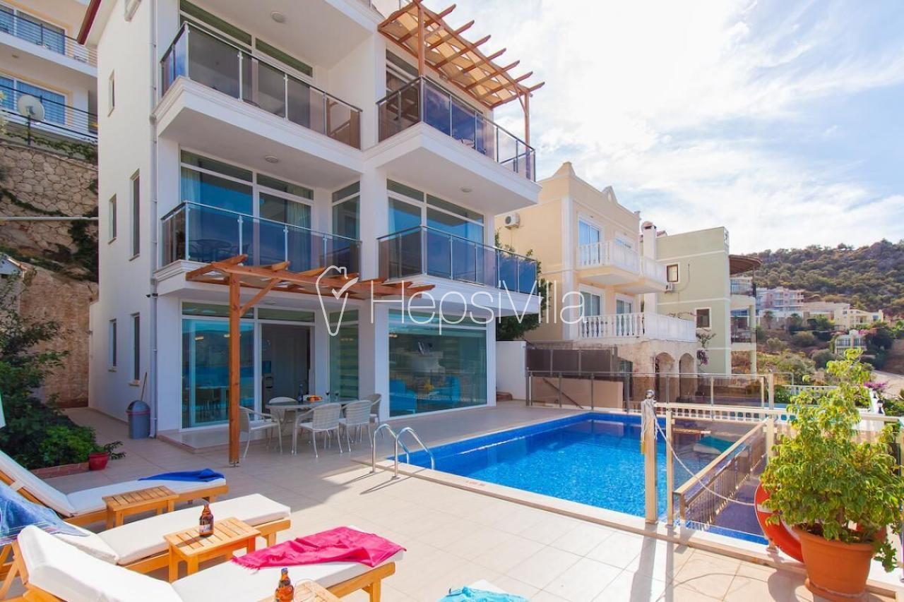 Villa Sezen, Harika Deniz Manzaralı 8 Kişilik Kiralık Villa. - Hepsi Villa