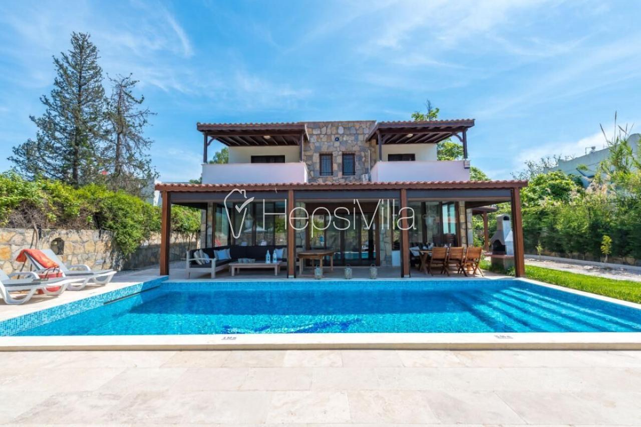 Villa Damla, Bodrum Bitez Plajına 200 Metre Mesafede Lüks Villa - Hepsi Villa