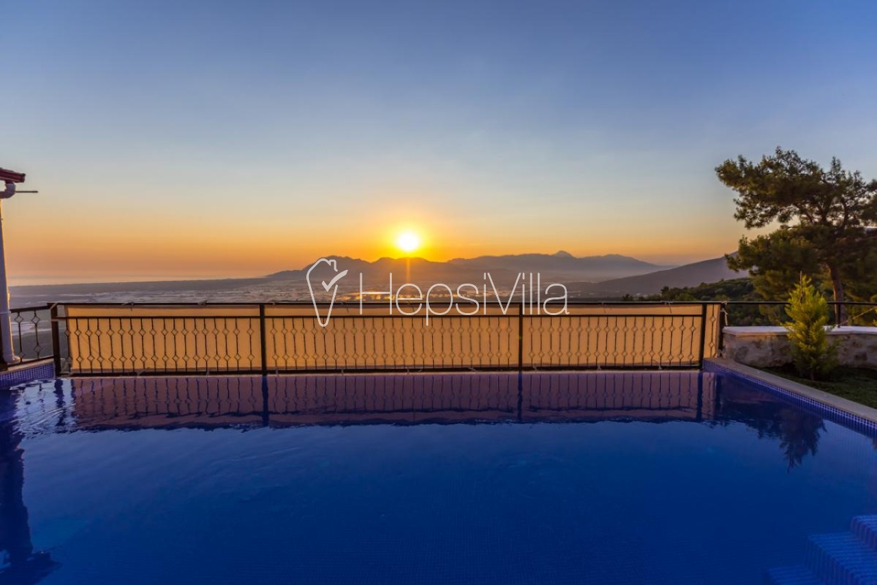 Villa Günbatımı Kalkan üzümlüde Kapalı Havuzlu Muhafazakar Villa - Hepsi Villa