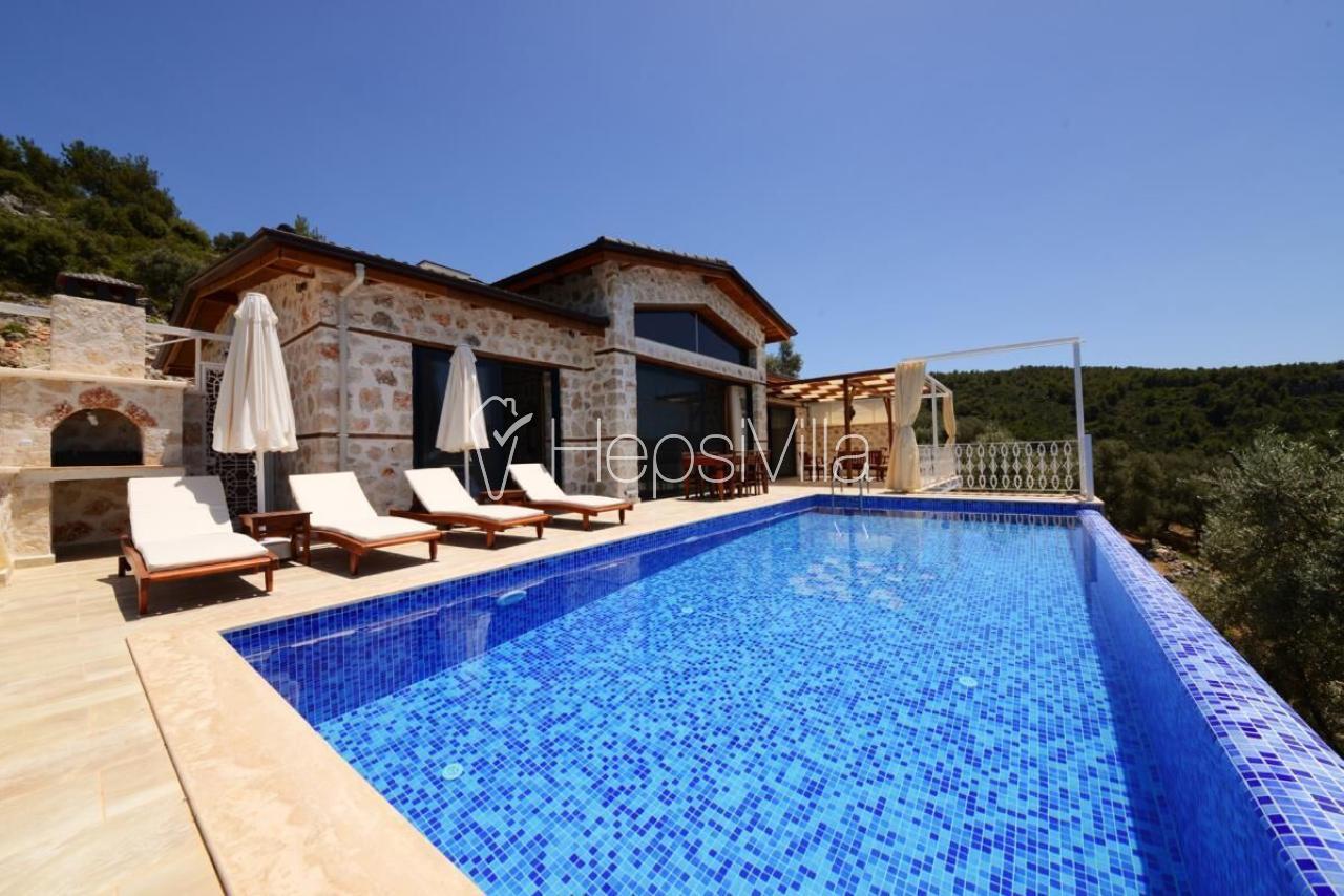 Villa Karen ısıtmalı havuzlu korunaklı bir villadır. - Hepsi Villa
