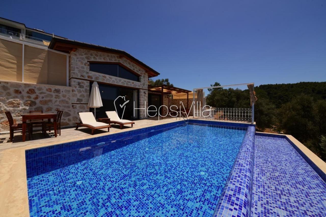 Villa Selen, Üzümlü Köyünde konumlanmış ısıtmalı havuzlu villadır - Hepsi Villa