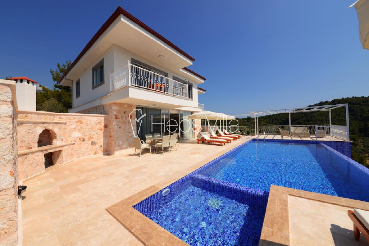 Villa Lina, Üzümlü Köyünde konumlanmış korunaklı bir villadır. - Hepsi Villa